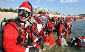 100 ' SANTA ' TO CLEAN THE SEA SHORE OF KOBE MAIKONOHAMA